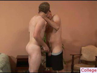 Schwarz Guy Beating Seine Schwanz