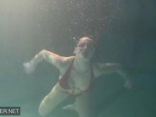 Swimming pool - Mature Porno Kanāls - Jauns Swimming pool Sekss Video.