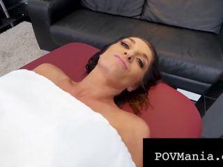 Silvia Burton Orgasmen mit großem Schwanz in ihrem jungen russischen Hintern